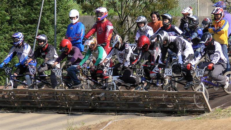 2007緑山JOSF Spring NationalsレースVOL11 14オーバー、30オーバー、マスターズクラス決勝画像垂れ流し_b0065730_2045196.jpg