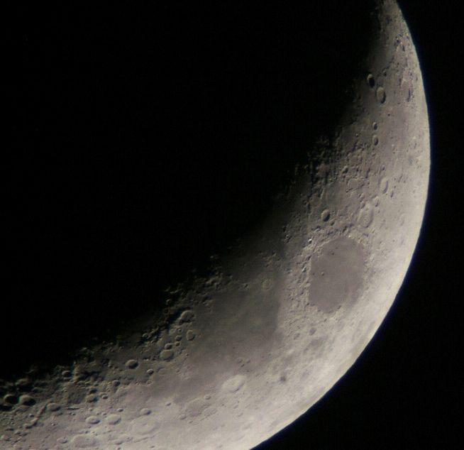 月齢4.3の月と金星(5/21)_e0089232_23192870.jpg