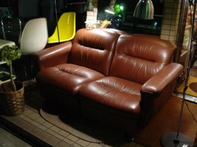 茶色の本革2人掛けソファやってきました。_a0096367_2250899.jpg
