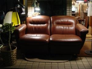 茶色の本革2人掛けソファやってきました。_a0096367_2251167.jpg