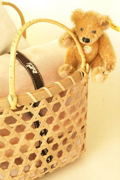 竹籠バッグにコロッケぱん・・・と、ボク。_d0004651_735573.jpg
