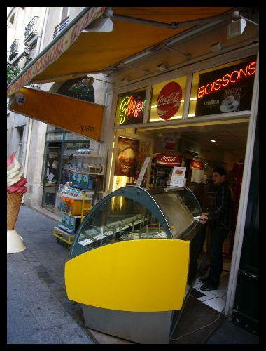 ■街角のアイスクリーム(パリ)_a0014299_10502361.jpg