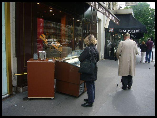 ■街角のアイスクリーム(パリ)_a0014299_10503960.jpg