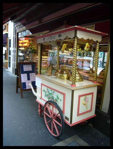 ■街角のアイスクリーム(パリ)_a0014299_10512280.jpg