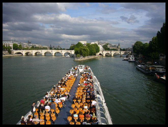 ■船(パリ)_a0008105_5451621.jpg