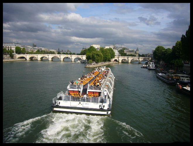 ■船(パリ)_a0008105_5452825.jpg