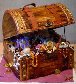 宝箱の中にぎっしり入った数々の宝飾品や金貨、子供の頃憧れたな~、こういう宝箱。
