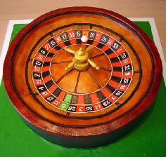 木の質感が上手に出されたルーレット。ギャンブル好きな人へのプレゼントかしら?
