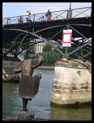 ■セーヌに浮かぶ船(パリ)_a0008105_9211578.jpg