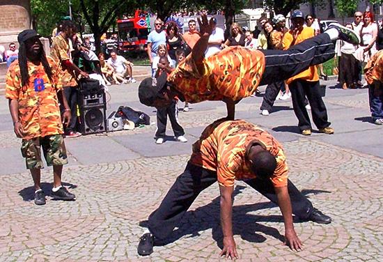 ブレイクダンスの季節_b0007805_7383528.jpg