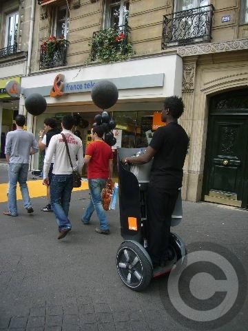 ■土曜日の街角はPR合戦(パリ)_a0008105_2334197.jpg