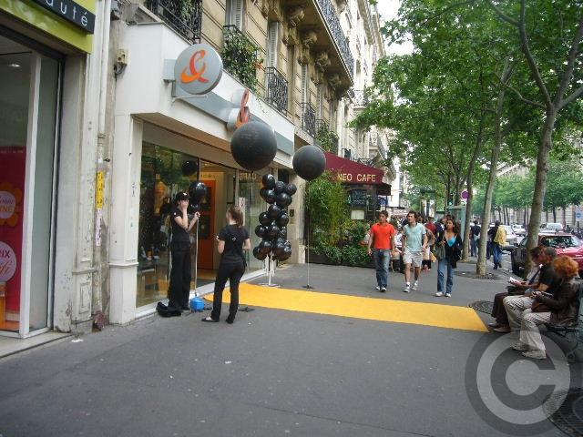 ■土曜日の街角はPR合戦(パリ)_a0008105_2334483.jpg