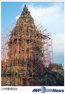 チラッとプランバナン寺院_f0011059_9172077.jpg