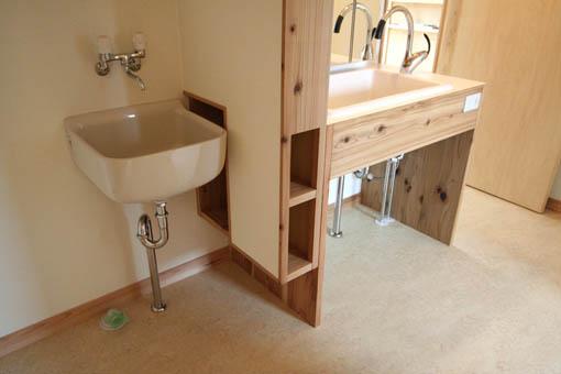 飯能の家22:完成:洗面所周りのユニバーサル_e0054299_17172643.jpg