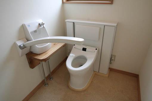 飯能の家23:完成:トイレ周りのユニバーサル_e0054299_17201780.jpg