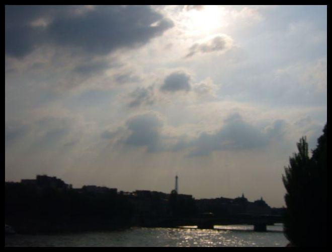 ■パリの空_a0008105_10413616.jpg