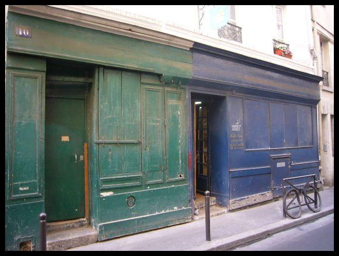 ■街角の椅子の修理・張替え屋(パリ)_a0008105_10491094.jpg