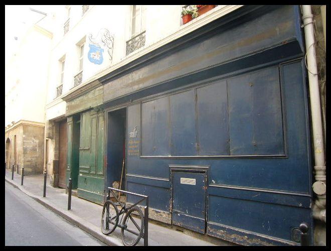 ■街角の椅子の修理・張替え屋(パリ)_a0008105_10492112.jpg