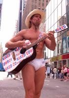 タイムズスクエア名物、裸のカウボーイさん_b0007805_6135447.jpg