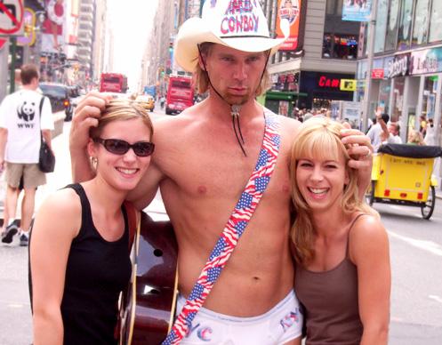 タイムズスクエア名物、裸のカウボーイさん_b0007805_614995.jpg