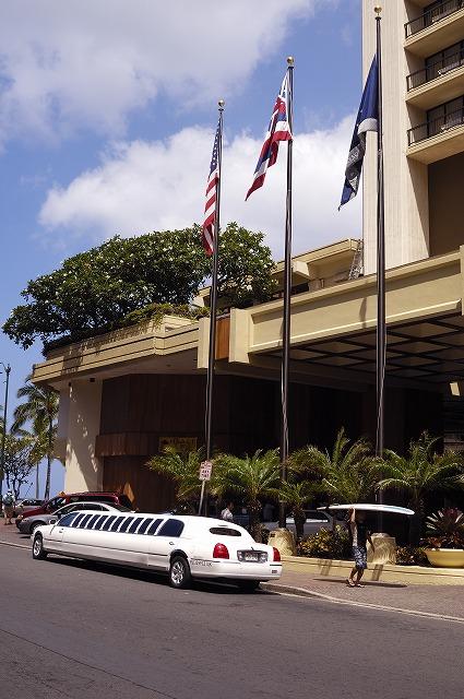 「ハワイ ワイキキで見かけた車達・・・」5月29日今日のショット_d0019260_5545519.jpg