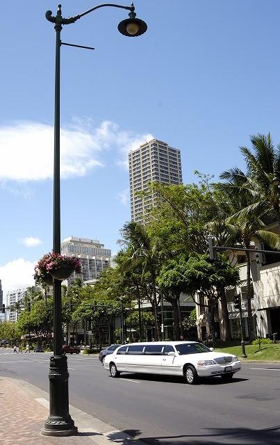 「ハワイ ワイキキで見かけた車達・・・」5月29日今日のショット_d0019260_5564010.jpg