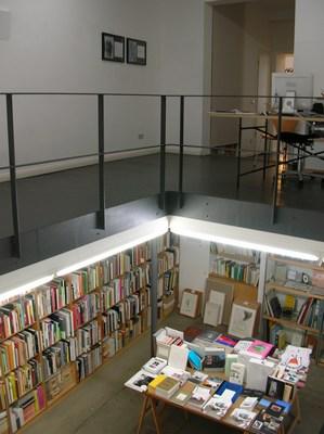 Berliner Kunst Strasse vol.5 -Berlin Book store 03-_c0096440_3334814.jpg