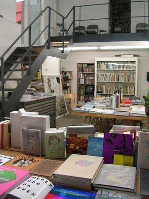 Berliner Kunst Strasse vol.5 -Berlin Book store 03-_c0096440_3343575.jpg