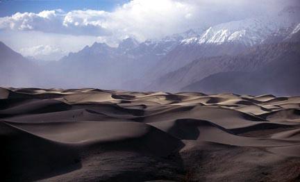 スカルド ~山岳地帯にある砂漠~_d0106555_2356822.jpg