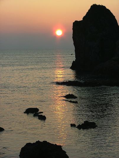 熱海湾の夜明、日本海の夕照_d0123528_1131080.jpg