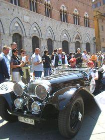 シエナ! ミッレミリアで旗をふる。_d0041729_1733103.jpg