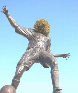 Памятник возведенный Вальдерраму в родном его городе