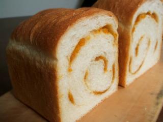 うずまきオレンジ食パン_c0110869_16522685.jpg
