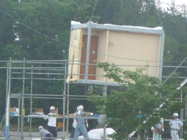 家を組み立てる。_e0012815_22193474.jpg