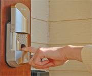 青木建築設計、殆どのドアに後付け可能な指紋認証ドアロックをネットで販売 埼玉県吉川市_f0061306_9262235.jpg