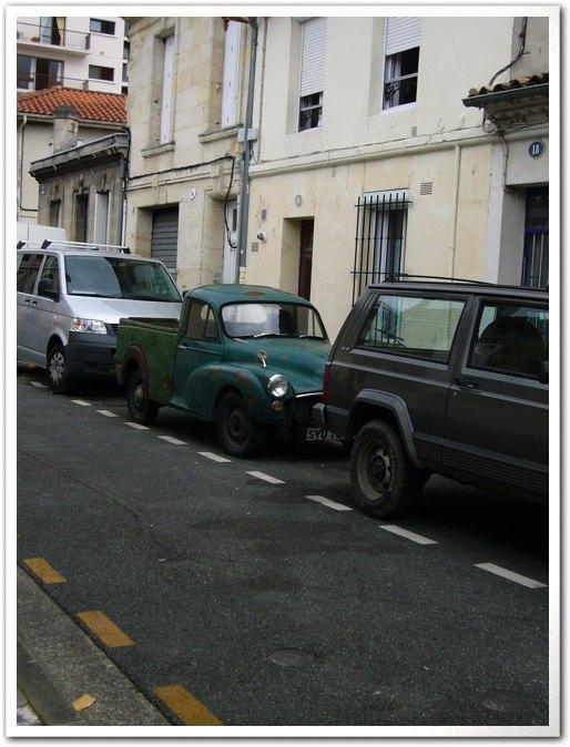 ■街角の車(ボルドー)_a0008105_9352014.jpg
