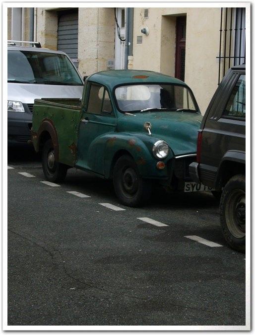 ■街角の車(ボルドー)_a0008105_9353531.jpg