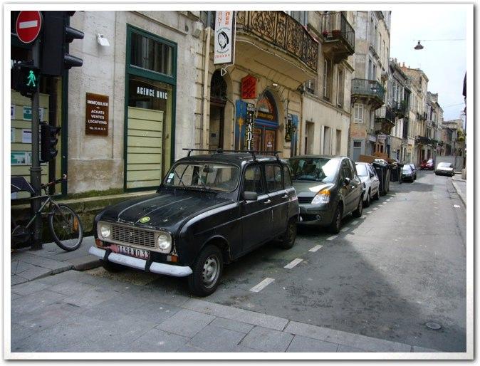 ■街角の車(ボルドー)_a0008105_935444.jpg