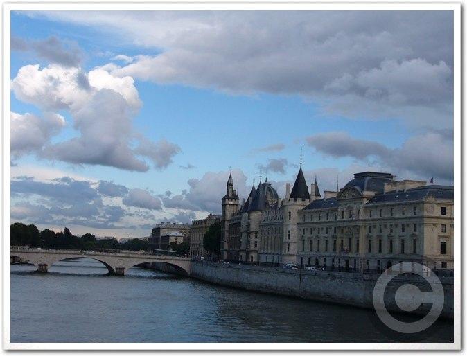 ■最近のパリから_a0008105_18381928.jpg