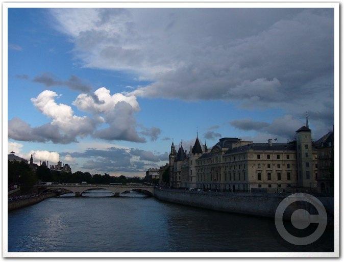 ■最近のパリから_a0008105_18383216.jpg