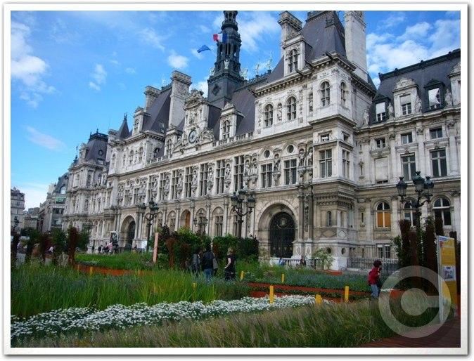 ■パリ市庁舎前のガーデン(JARDINS)_a0008105_1983911.jpg
