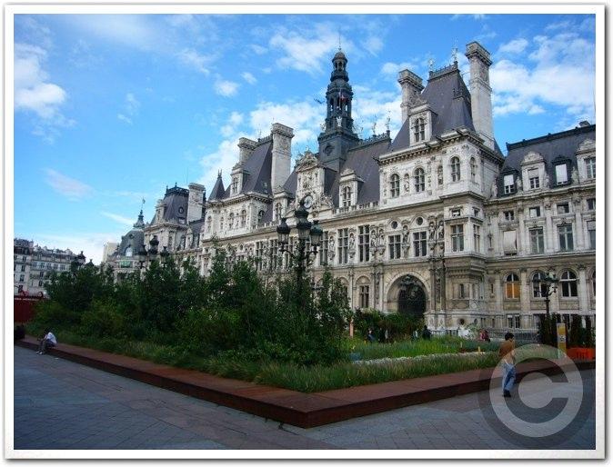 ■パリ市庁舎前のガーデン(JARDINS)_a0008105_1985643.jpg