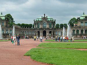 東ドイツ旅行[3]ツヴィンガー宮殿_e0022175_9454353.jpg