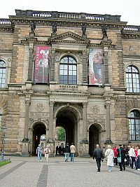 東ドイツ旅行[3]ツヴィンガー宮殿_e0022175_9471720.jpg