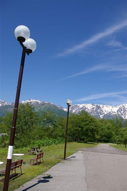 青い空と白馬岳_f0064359_1425544.jpg