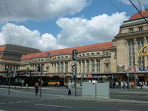 東ドイツ旅行[4]ライプツィヒの駅と街_e0022175_2133168.jpg