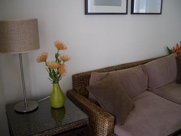 ホテルの部屋に花を飾る_a0098948_13513111.jpg