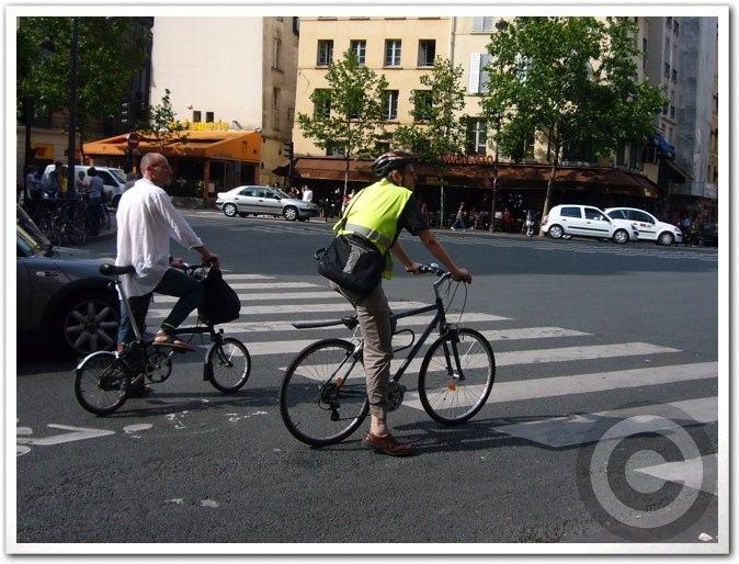 ■街角の自転車(パリ)_a0008105_8394155.jpg