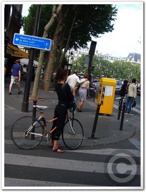■街角の自転車(パリ)_a0008105_8402019.jpg
