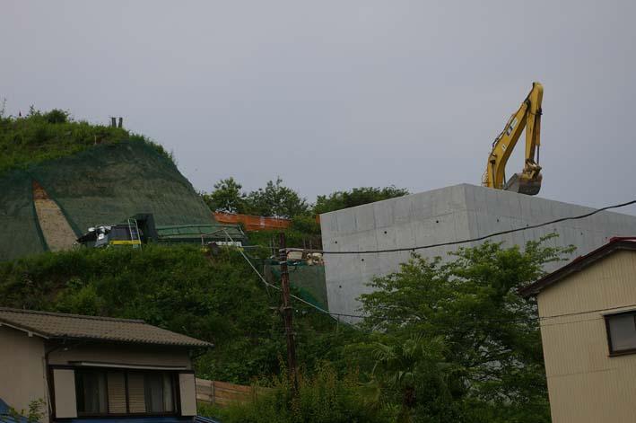 ここが変だよ、鎌倉市(9)岩瀬で大規模マンション建設進行_c0014967_871656.jpg